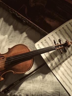 AuditoryArchitectures_jordan-mixson_violin_pic_372435-unsplash